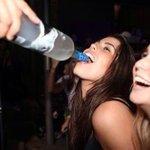 RT @sabiastuque_: Al menos 50 millones de personas están borrachas en este momento, lo que equivale al 0,7% de la población mundial. http://t.co/h1HOouTYyI