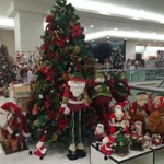 RT @betotavira: Por eso no me gusta ir a algunas tiendas en agosto. Se empeñan en hacernos creer que ya es Navidad. http://t.co/kzN1cNMett
