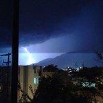 RT @webcamsdemexico: Rayo captado en la tormenta eléctrica de esta noche en #cdvictoria. Vía @silver_recendez: http://t.co/R4XQtNbGYi