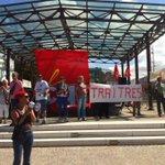 ambiance ! RT @lilianalemagna: Rassemblement de la CGT a lentrée de #ueps2014 http://t.co/CLfFdJ6IJF