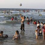 RT @z_ghonaimy: هنا غزة اخيرا غزة تدير وجهها للبحر بعد العدوان والقهر http://t.co/sdYThFj6r4