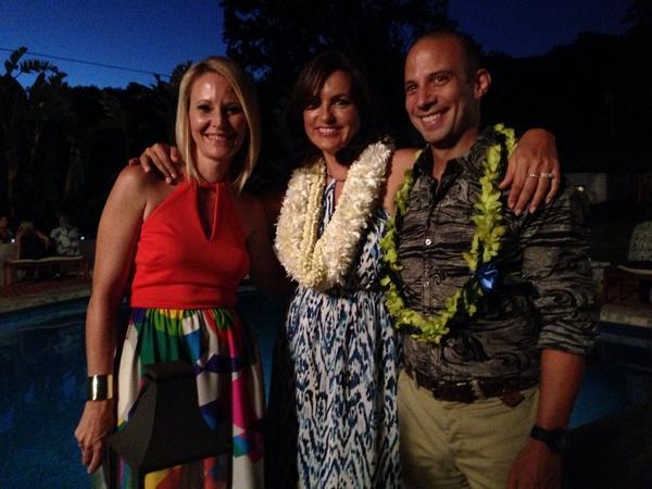 Mariska Hargitay in Honolulu for Jpyful Heart Foundation events, with CEO Maile Zambuto & Jason Zambuto. #joyfulheart http://t.co/jidCn195wi