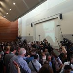 """Les frondeurs scandent """"vive la gauche"""" ambiance de meeting #UEPS2014 http://t.co/kGZ8fx24zx"""