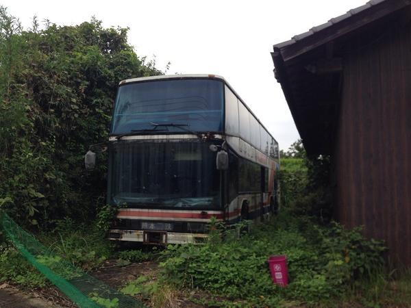 竹田のR442沿いに熊電の2階建てバスの廃車体があったの知らなんだ…w http://t.co/PDT8kswqsT
