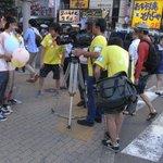 RT @invaderdao915: #24htv37 こんな風に点字ブロックの上に三脚おいて通行の邪魔になってる奴らがどうやって奇跡を起こすのですか? http://t.co/xRuZZrxZfW