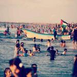 في غزة أكتر ناس بتحب الحياة وبتعشقها.. وبتعرف تعيش.. We teach life, sir! @Gaza http://t.co/NmRNV3NTV6