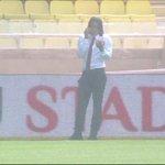 Pas sur la feuille de match, #Falcao sisole pour passer des appels sur la pelouse de Louis II. #ASMLOSC sur C+ http://t.co/sac4y7ZG34