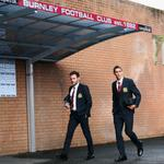 RT @premierleague: PHOTO @juanmata8 and @ManUtd debutant Angel di Maria arrive at Turf Moor. Its 45 minutes until kick-off #BURMUN http://t.co/nWCZzuYdrR