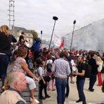 """RT @fxbourmaud: """"Valls démission"""", crient les manifestants. Ça chauffe pas mal pour larrivée du premier ministre. #UEPS2014 http://t.co/FSq0sHIl39"""