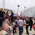 RT @infos140: ????PS Manuel Valls hué par des manifestants qui réclament sa démission, à son arrivée à La Rochelle (Photo @fxbourmaud) http://t.co/Yil94NM6zu