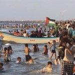 سبحان الله الفرق بين بحر غزة وبحر الخليج بحر الخليج كلف ٢٣ مليون دولار بس ما فيه حياة اجتماعية مثل بحر غزة ❤️ http://t.co/ytaVaKmtbo