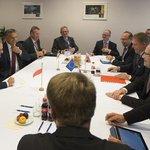 RT @PremierRP: FOTO: spotkanie #V4 z udziałem @premiertusk. Więcej zdjęć z #Bruksela --> https://t.co/vdyQI9GusQ http://t.co/zfnwiYwTUW