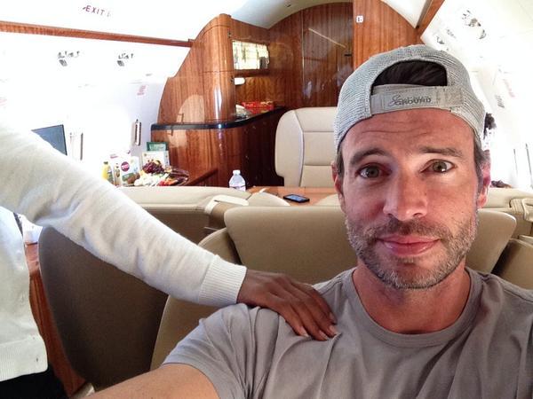 #WhereisOlivaPope ? She's with me. #scandal http://t.co/jYEhxsLGHg