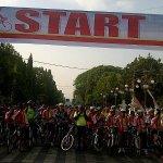 #CirebonJepret : Peserta Gowes Sehat siap melaju di depan Balaikota Cirebon. http://t.co/CKdL9cLhtt