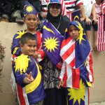 #Warisan57 Rozita Rejab dan tiga anaknya di Dataran Merdeka dengan pakaian bertemakan Jalur Gemilang. http://t.co/pCF86DjNuj