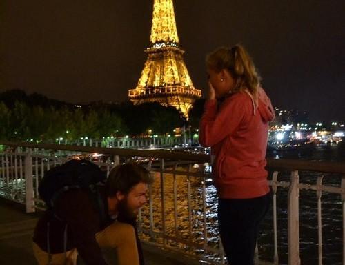 想太多 RT @AntKuuga: 烏龍求「外國一名男子日前晚上與女友同遊巴黎,二人走到鐵塔前一條橋樑時,他突然在女友前方蹲下來。女友隨即感動得哭起來,以為男友向他求婚,但原來對方只是綁鞋帶。」 http://t.co/9Jtt5D1ht5