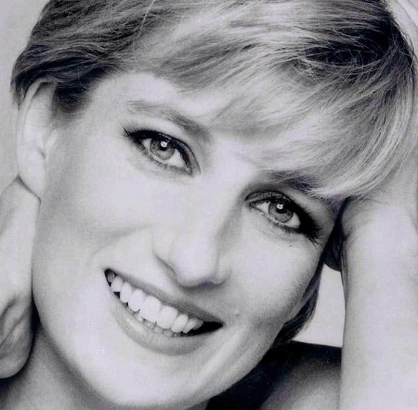 17 years ago and still feels like yesterday! #RIPDianaPrincessOfWales ❤️ http://t.co/9wBbktN6jB