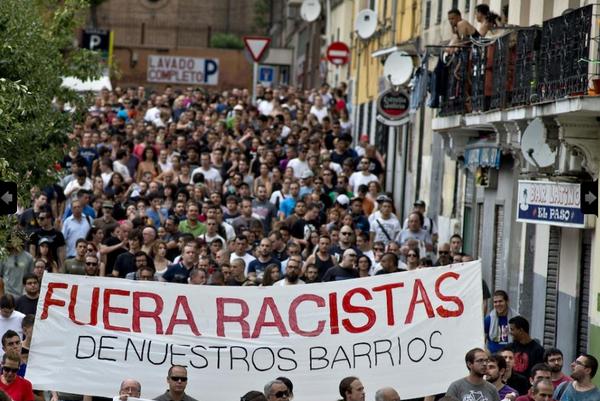 Fotos de la manifestación de ayer en el barrio de Tetuán, Madrid, contra un centro social nazi http://t.co/9dquhHlsrK http://t.co/fFCIHriv1b