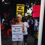 RT @Nettaaaaaaaa: Saw this photo last night at #blacklivesmatter ... Change is possible #MikeBrown #ferguson http://t.co/lnYnHHxEDE