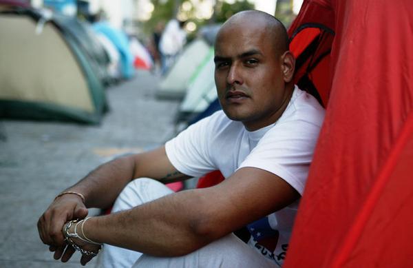 Luego de denuncia formal por TORTURA sufrida en el Sebin, a familiares de Gerardo Carrero no les permiten visitarlo. http://t.co/hkyTG5hAP8