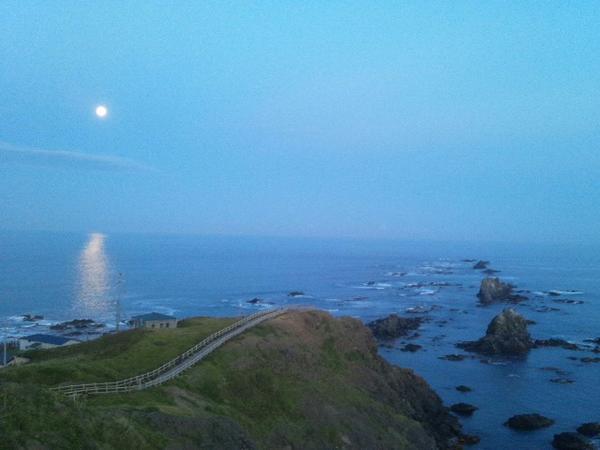 満月に願いを。襟裳岬と十五夜の月。 http://t.co/zvmghC68Nx
