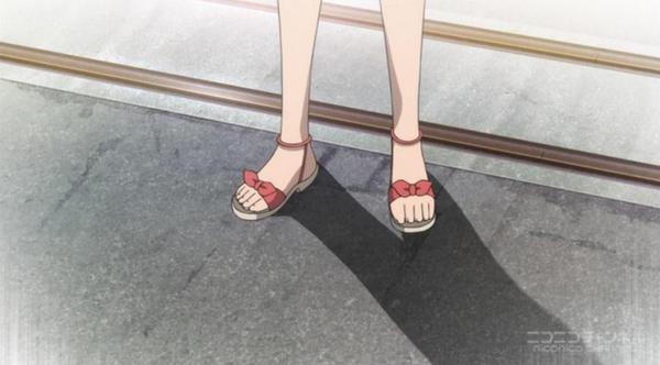 【グラスリップ】10話「深水 透子」の裸足校舎のに入ったのに裸足アップなくてがっかり。