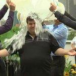 """Denis Coderre a relevé le fameux """"Ice Bucket Challenge"""". #125MarieAnne http://t.co/Hmi0Y6ACt3"""