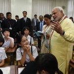 Tokyo children have a new class teacher- only for a short while. @PMOIndia takes an impromptu class at Taimei School http://t.co/O7wNjmS4kz