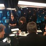 De retour avec @LesHotesses et tous nos invités. #125MarieAnne http://t.co/iiWTd7y5Nc
