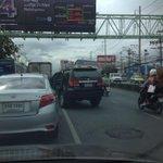 RT @ittipatNOW26: #จอมปาด #จอมแทรก ก่อนถึงสะพานข้ามเดอะมอล์ปิ คันอื่นเข้าแถว มาติดรอกันนานเป็น10นาที เจอแบบนี้ เซ็ง @js100radio http://t.co/W6IXC8QqhO