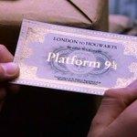 Hoje é dia de embarcar rumo à Hogwarts! Estão com o bilhete em mãos? #BackToHogwarts #HogwartsExpress http://t.co/NbETXvVJZW