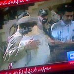 Exceptional Scenes at PTV... Army is welcomed by the protestors --a protester embraced the Soldier.. http://t.co/UgHcewdNsP