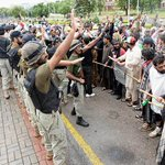 PTI, PAT mob storms state-owned TV office in #Islamabad http://t.co/zsfgyqMHpB http://t.co/pHxwlR0Djk