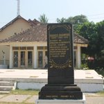 RT @mbahKJogja: Monumen Prasasti Segoroyoso tahun 1948-1949 di Bantul #jogja yang kini terlantar.. CC @infobantul @JelajahBantul http://t.co/HYsXIPuCGN