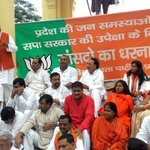 BJP UP MPs protesting at GPO Gandhi Pratima against rampant misrule of SP govt in state. Shri Jagdambika Pal speaking http://t.co/sIT6SJcHch