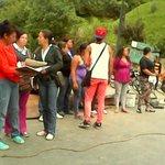 Vecinos del sector Los Alpes en Los Teques mantienen cerrada la Panamericana, protestan por agua http://t.co/Xcy1u92z08