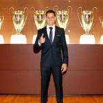 """RT @sopitas: El primer día del """"Chicharito"""" Hernández en el Real Madrid! #BienvenidoChicharito http://t.co/FkI6bhi4Dx http://t.co/a6Y6zcn2Or"""