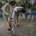 RT @dawn_com: Army medic checks the injury of a supporter of Tahirul Qadri More updates here: http://t.co/9WeGINyMjq http://t.co/apKPU0lQdy