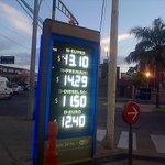 #SantaFe Aumentan los combustibles en setiembre. La suba es cercana al 4%. YPF es la 1ra línea en remarcar precios http://t.co/9aMQpn6Pew
