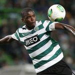 Manchester United have made a bid in excess of £20m for Sporting Lisbon midfielder William Carvalho. http://t.co/sGTuX3Male