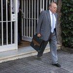 Jordi Pujol iba sin zapato porque ha sufrido un esguince http://t.co/CrXYK5yolT http://t.co/TuRRgJpGC3