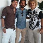En el almuerzo con mis compañeros de equipo por la PAZ @Pirlo_official e ivan zamorano Todo bien todo bien http://t.co/RiJCr0QTjk