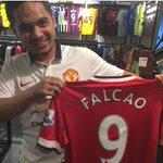 RT @Footballogue: [#Transfert] Les Fans de Manchester united peuvent déjà acheter un Maillot floqué Falcao avec le N°9 ! http://t.co/vCCjdJWBot
