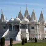 RT @WorldHinduNews: Hindu temple offers matchmaking service - http://t.co/DXOrQqm4A4 http://t.co/Ck8mptse2k