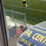 RT @ForzaPECZwolle: Nijkamp is onder het duel van Jong PEC Zwolle druk aan het telefoneren. Haalt PEC op de valreep nog iemand? (@CVV9) http://t.co/cV41y66OAC