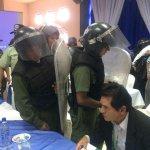 RT @LaRazon_Bolivia: La policia desaloja la sala del congreso de FBF http://t.co/OqxhuseoIP