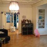 RT @mariommarti: Wir suchen einen Nachmieter für unsere 6-Zimmer-Wohnung an der Brunnadernstr/Bern. Infos via DM/Mail. Danke für RT. http://t.co/T1ghO5Ff0m