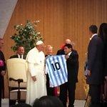 RT @VarskySports: (Tuit solo para argentinos) Los 2 máximos líderes de la Iglesia, hace minutos en el vaticano. #PartidoPorLaPaz http://t.co/xhrspAv0UT