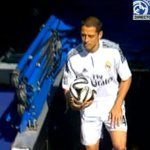 Javier Hernández sale al campo del Santiago Bernabéu http://t.co/hdMpP1P1Za