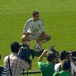 RT @record_mexico: #FOTO: Chicharito posa con su nuevo uniforme en el Santiago Bernabéu http://t.co/wqINAEfobr http://t.co/XZMOXnMinQ